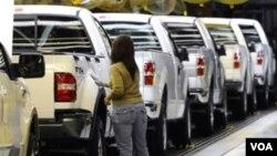 Según el reporte se vendieron menos autos y las estaciones de gasolina ganaron menos por los bajos precios del petróleo.