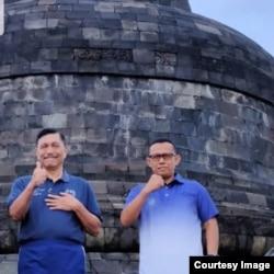 Menteri Komarinves Luhut Binsar Pandjaitan meninjau candi Borobudur, didampingi Direktur PT Candi Borobudur, Putu Sedana.(foto courtesy)