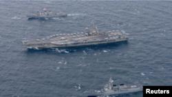 امریکہ کا جوہری ایندھن سے چلنے والا بحری بیڑہ یو ایس ایس رونالڈ ریگن۔ فائل فوٹو