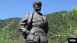中国红军长征路上的周恩来像。(美国之音张楠拍摄)周恩来曾经参加在莫斯科召开的中共六大。