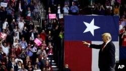 Tổng thống Donald Trump tại cuộc vận động cho Thượng nghị sĩ Ted Cruz, ở thành phố Houston, bang Texas, ngày 22/10/2018.