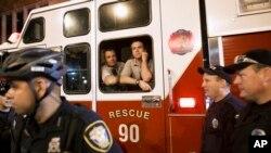 Oficiales de policía y resctistas en Carolina del Norte.