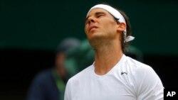 Rafael Nadal kalah dua set langsung 4-6, 6-7 dari Fabio Fognini dalam turnamen Barcelona Terbuka, Kamis (23/4).