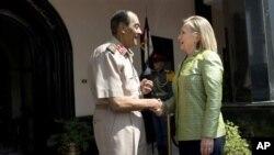 Američka državna sekretarka, Hilari Klinton i predsednik egipatskog Vrhovnog vojnog saveta, feldmaršal Muhamed Husein Tantavi