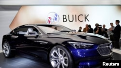 2016年1月12日,美国通用汽车公司在密西根底特律北美国际汽车大展上推出别克Avista概念车。商务部的报告说,美国汽车销售8月下降。(资料照片)