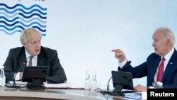 აშშ-ის პრეზიდენტი ჯო ბაიდენი (მარჯვნივ) და ბორის ჯონსონი, ბრიტანეთის პრემიერ-მინისტრი (მარცხნივ)