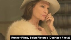 سوفی کرتیس در فیلم فانوس جادویی از امیر نادری