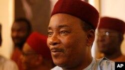 (Archives) - Le président Mahamadou Issoufou tient sa première allocution après sa réélection à l'issue du second tour de la présidentielle à Niamey, Niger, 22 mars 2016.