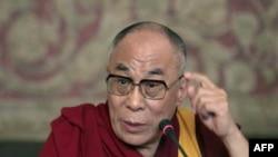 Ðức Ðạt Lai Lạt Ma nói rằng tiếng Tây Tạng là một ngôn ngữ phong phú, người Tây Tạng yêu tiếng nói của mình và tự hào về nó