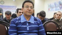حسین هدایتی سرمایه دار معروف ایرانی در اولین جلسه دادگاه ویژه رسیدگی به جرایم اقتصادی
