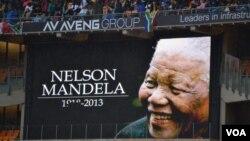 數百萬南非人在電視機前觀看曼德拉追悼會。