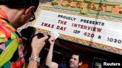 Hàng trăm rạp độc lập và những hệ thống rạp nhỏ sẽ chiếu phim này ngày hôm nay.