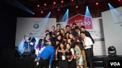 Taking a group selfie are 30 of the accomplished Vietnamese entrepreneurs under 30 years old highlighted by Forbes. (Lien Hoang for VOA News)