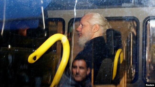 阿桑奇因弃保潜逃被英国判处50星期监禁