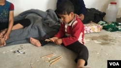 Child displaced by fighting in his village southeast of Mosul in Makhmour, Iraq, April 14, 2016, (S. Behn / VOA)