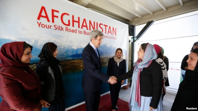 U.S. Secretary of State John Kerry meets with Afghan women entrepreneurs at the U.S. Embassy in Kabul, March 26, 2013.