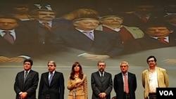 Cristina Fernández anunció la implementación de la ley en un acto en el Teatro Argentino de La Plata.