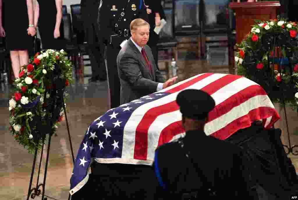 ادای احترام سناتور جمهوریخواه لیندزی گراهام به سناتور فقید جان مک کین در کنگره آمریکا