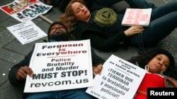 Manifestation à New York au lendemain du verdict sur l'affaire de la mort de Michael Brown en décembre 2014.