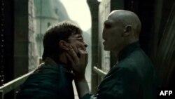 Sehrbaz Herri Potter ekranlarda möcuzələr yaradır (VIDEO)