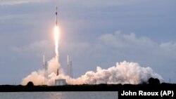 Ракета Falcon 9 SpaceX виводить на орбіту ізрайльські супутники зв'язку
