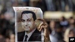 Egipto: Desafiando recolher obrigatório dezenas de milhar desfilam nas principais cidades