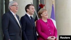 (Soldan sağa) AB Komisyonu Başkanı Juncker - Fransa Cumhurbaşkanı Macron - Almanya Başbakanı Merkel