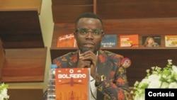 """Mateus Esteita, autor do livro """"O Bolseiro: a vida de um sonhador"""""""