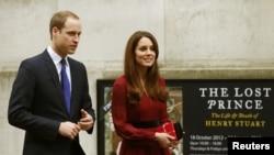 La pareja visitó el viernes pasado la National Portrait Gallery para la presentación del primer retrato oficial de la duquesa.