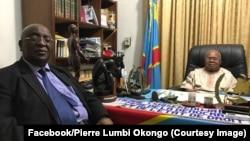 Une photo publiée sur Facebook montre Pierre Lumbi Okongo, ancien conseiller spécial du chef de l'État en matière de sécurité, passé à l'opposition en septembre 2015, devant feu Etienne Tshisekedi, ancien leader de l'opposition, 2017. (Facebook/ Pierre Lu