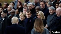 2018年11月11日美国总统唐特朗普和第一夫人梅拉尼娅抵达巴黎,与法国总统马克龙和德国总理默克尔一同出席了一战结束100周年纪念仪式