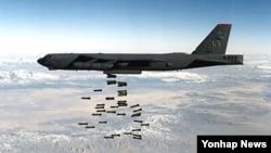 미 공군의 주력 폭격기인 B-52가 19일 괌에서 출격, 한반도 상공에서 폭격훈련을 하고 돌아간 것으로 확인됐다. 사진은 지난 2010년 8월 7일 발행된 B-52 자료사진.