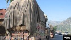 کشمیر کے آرپار سامان لے جانے والے ٹرک