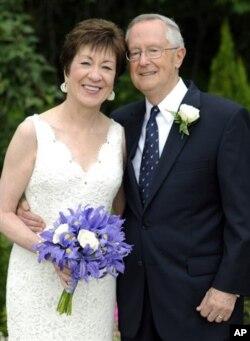 科林斯参议员和她的新婚丈夫达夫伦8月11日在缅因州一个教堂结婚