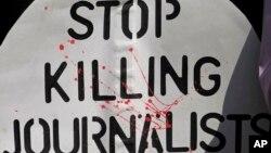 """En América Latina, el informe 2015 de RSF dice que la violencia, la impunidad y las agresiones contra los periodistas, """"siguen siendo los principales enemigos de la libertad de información""""."""