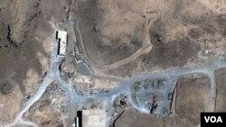 Foto satelit lokasi di Dair Alzour yang diduga sebuah reaktor nuklir yang dikembangkan Suriah.