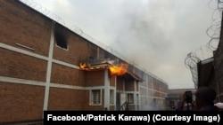 La prison centrale de Goma en feu, Nord-Kivu, RDC, 1er août 2017. (Facebook/Patrick Karawa)