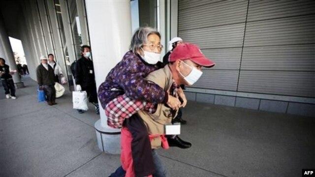 Hình ảnh nước Nhật trên màn ảnh tivi cũng như trang nhất của hầu hết các tờ nhật báo trên khắp thế giới là hình ảnh tang thương của những nạn nhân đầy bất hạnh