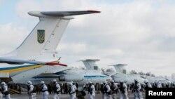 Ukrayna desant qüvvələri Jitomirdə hərbi hava qüvvələrinin bazasında, 6 dekabr, 2018.