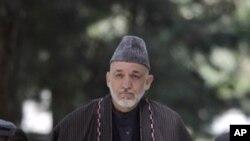 부르하누딘 라바니 전 아프간 대통령의 장례식장에 참석한 카르자이 대통령
