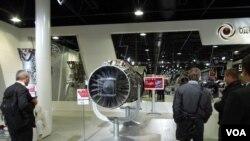 去年8月末莫斯科航展上展出的117S战机引擎。(美国之音白桦拍摄)