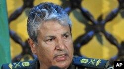 ຜູ້ບັນຊາການກຳລັງກະບົດໃນລີເບຍ ທ່ານ Abdel Fattah Younes ໃນກອງປະຊຸມຖະແຫຼງຂ່າວທີ່ເມືອງ Benghazi ເມື່ອວັນທີ 5 ເມສາ 2011)