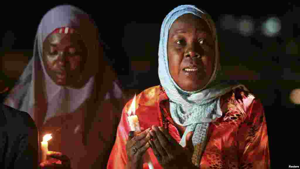 Mata sun halarci wurin adua'ar karamta Ameyo Adadevoh, da sauran wadanda suka kamu da cutar Ebola a Abuja, 26, ga Agusta 2014.