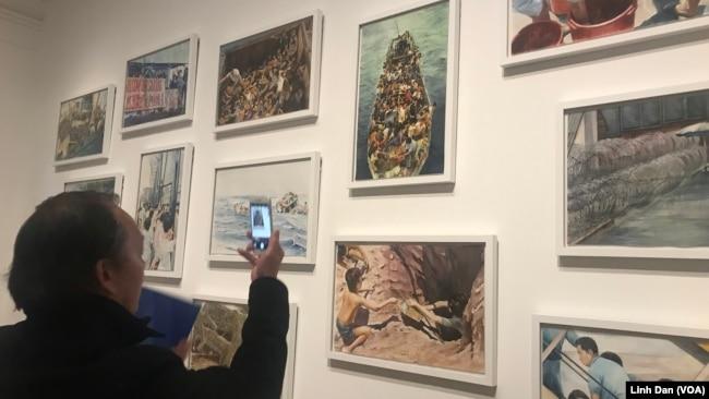 Các bức tranh màu nước được chuyển thể từ những bức ảnh về thuyền nhân chiến tranh Việt Nam được Tiffany Chung tìm thấy tại kho dữ liệu của UNHCR.