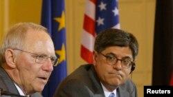Ο Υπουργός Οικονομικών των ΗΠΑ, Τζέικομπ Λιού με τον Γερμανό ομόλογό του Βόλφγκανγκ Σόιμπλε.