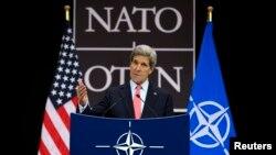23일 벨기에 브뤼셀 NATO 본부에서 기자회견을 가진 존 케리 미 국무장관.