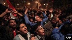 Những người biểu tình tức giận và đau buồn trước tuyên bố sẽ tiếp tục tại vị của Tổng thống Mubarak trên truyền hình