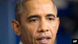 باراک اوباما، رئيس جمهوری ايالات متحده، در کنفرانس خبری در کاخ سفید واشنگتن – ۲۸ آذر ۱۳۹۳ (۱۹ دسامبر ۲۰۱۴)