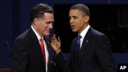 Ửng cử viên Ðảng Cộng hòa Mitt Romney và Tổng thống Barack Obama tại cuộc tranh luận đầu tiên tại Ðại học Denver, ngày 3/10/2012