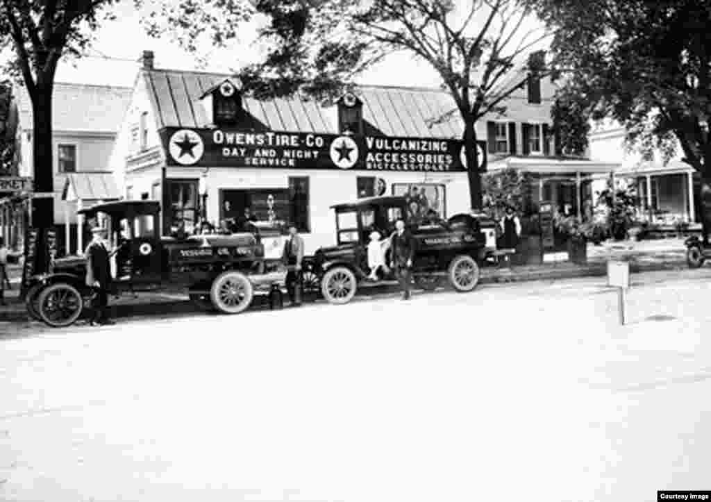 The Owens Garage, which was located at the corner of Duke of Gloucester and North Henry Streets in Williamsburg, Virginia, in the1920s, was demolished to return Williamsburg to its historic roots. (Photo courtesy The Colonial Williamsburg Foundation)